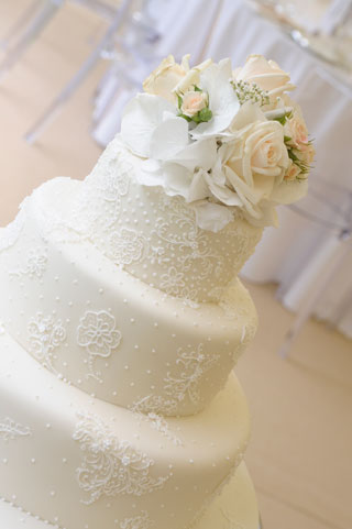 Iced lace wedding cake by Special Ice